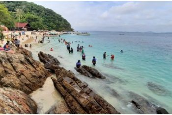 A beach paradise in less than 10 minutes from the mainland – Kapas Island
